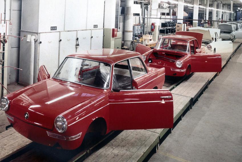 BMW 700 на конвейере (с) BMW AG