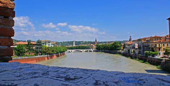 Италия, Верона. Мост через Адидже.
